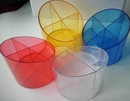 Akrylový stojánek na tužky - mix barev